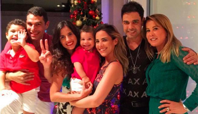 A família posou feliz para foto na noite de Natal - Foto: Reprodução   Instagram