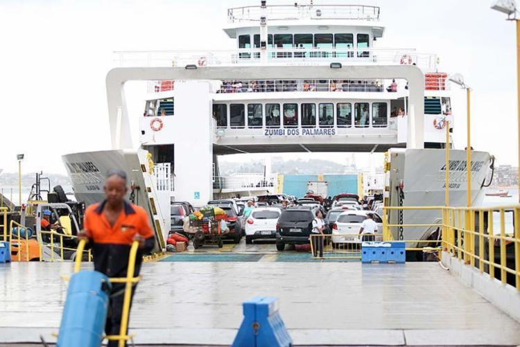 No retorno do feriado os ferry funcionará sem pará a partir deste domingo, 25, até segunda, 26 - Foto: Edilson Lima | Ag. A TARDE | 30.10.2015