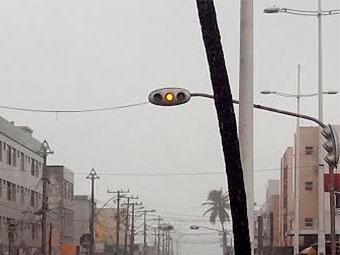Sinaleiras estão com desligadas ou com amarelo intermitente - Foto: Edilson Lima | Ag. A TARDE