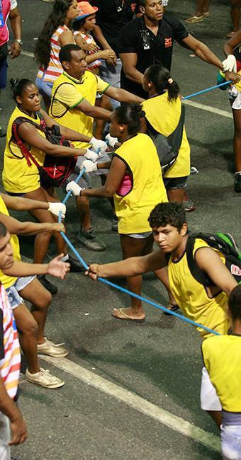 Entre as vagas de Salvador, 100 são para o cargo de cordeiro para atuar no Carnaval - Foto: Joá Souza | Ag. A TARDE