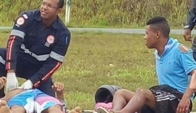 As vítimas foram socorridas por uma equipe do Samu - Foto: Blog Voz da Bahia