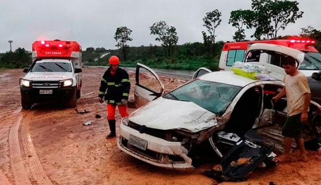 Uma mulher, ainda não identificada, que era passageira do gol, morreu no local - Foto: Reprodução | Site Sigi Vilares