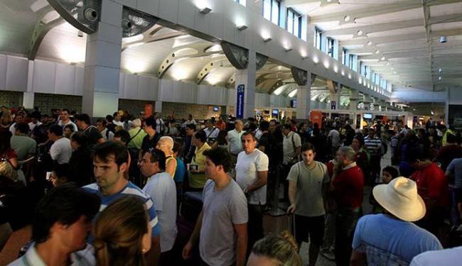Passageiros reclamaram da limpeza, conforto e dos preços da praça de alimentação - Foto: Joá Souza | Ag. A TARDE