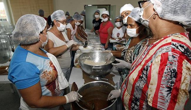 Equipes trabalham empenhadas para atender vítimas - Foto: Luiz Tito l Ag. A TARDE