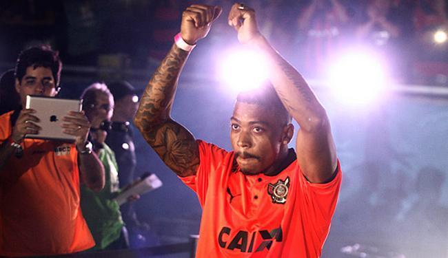 Atacante Marinho foi apresentado à torcida na Fonte Nova - Foto: Lúcio Távora | Ag. A TARDE