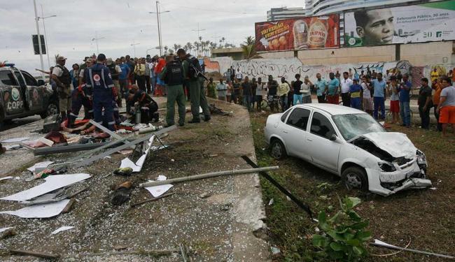 Suspeitos fugiram após atropelarem três pessoas em ponto de ônibus na orla - Foto: Margarida Neide   Ag. A TARDE