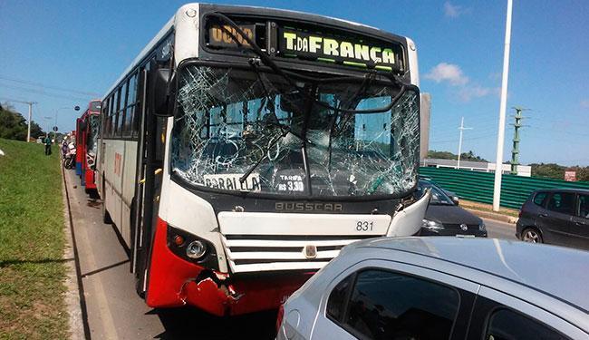Não há informações sobre o motivo do acidente com os coletivos - Foto: Cidadão Repórter   Via Whatsapp
