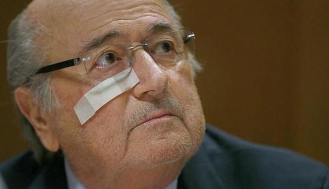 Blatter foi proibido de exercer toda e qualquer atividade relacionada ao futebol durante oito anos - Foto: Arnd Wiegmann l Reuters