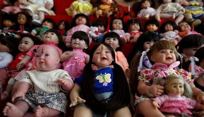 Donos acreditam que bonecas foram possuídas por espírito - Foto: Agências Reuters