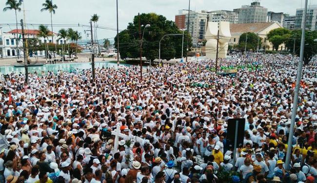 Fiéis vestem branco para louvar Senhor do Bonfim - Foto: Raul Spinassé | Ag. A TARDE