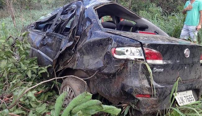 Com capotamento, o veículo foi parar no acostamento da rodovia - Foto: | Ag. A TARDE