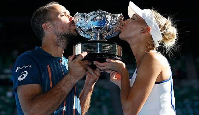 Com os dois troféus em Melbourne, Soares chega a quatro em Grand Slams - Foto: Issei Kato l Reuters