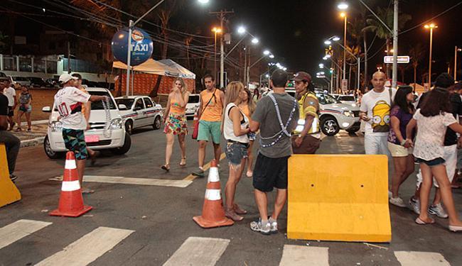 Ponto de táxi em Ondina na folia 2015. Local voltará a ser utilizado para o serviço - Foto: Edilson Lima l Ag. A TARDE l 13.02.2015