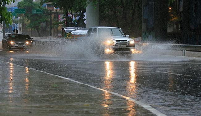 A falta de energia foi causada por temporal que atingiu Salvador na segunda, 4 - Foto: Adilton Venegeroles   Ag. A TARDE