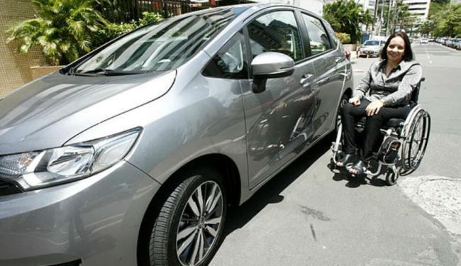 Erica Uderman usa carro adaptado - Foto: Lúcio Távora | Ag. A TARDE