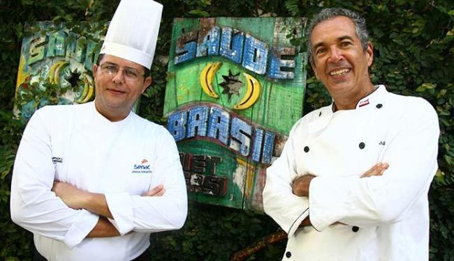 Chefs Jesus Almeida e João Telles, responsáveis pelos novos pratos do cardápio do restaurante - Foto: Joá Souza | Ag. A TARDE