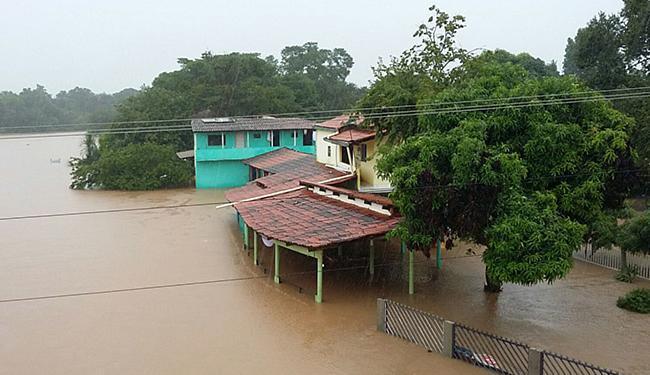 Em Barreiras, a água invadiu casas e estabelecimentos comerciais - Foto: Toni Oliveira l Divulgação