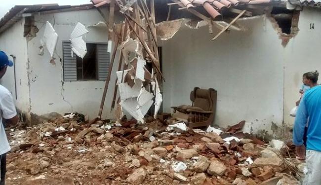 Criança de três anos foi soterrada por um muro vizinho à sua casa - Foto: blogbraga / Edivaldo Braga