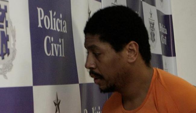 Cláudio, que é filho adotivo de um policial civil, está preso temporariamente - Foto: Margarida Neide | Ag. A TARDE