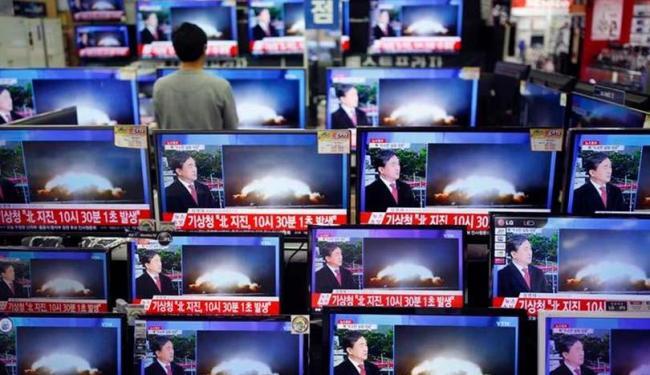Televisores exibem reportagem sobre teste nuclear da Coreia do Norte em loja de Seul - Foto: Kim Hong-Ji | Agência Reuters