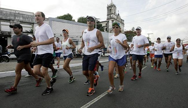 Número-limite de inscritos foi 900 atletas, mas avulsos havia mais de 2.500 - Foto: Adilton Venegeroles l Ag. A TARDE