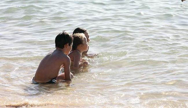 Pais devem ficar atentos e hidratar sempre as crianças - Foto: Mila Cordeiro | Ag. A TARDE 6.1.2012