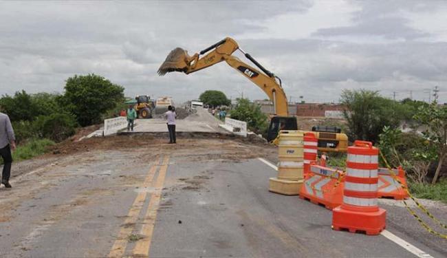 Obras na ponte começaram no dia seguinte em que cedeu - Foto: Alberto Coutinho | GOVBA