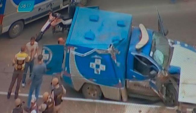 Veículo foi desvirado após capotar - Foto: Reprodução | TV Record