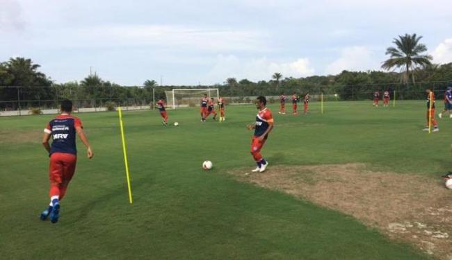 Elenco tricolor treinou forte em Praia do Forte nesta segunda-feira, 18 - Foto: Divulgação | E.C. Bahia