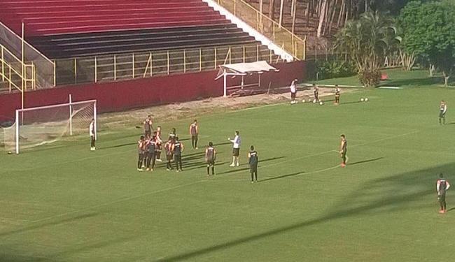 Jogadores ensaiaram cobranças de escanteios e lances de bola parada - Foto: Juliana Lisboa | Ag. A TARDE