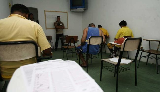 Na Bahia, 913 detentos se inscreveram no Enem - Foto: Luiz Tito | Ag. A Tarde | Arquivo