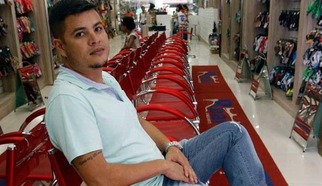 Wesley veio de Minas Gerais para trabalhar em Feira de Santana - Foto: Luiz Tito | Ag. A TARDE