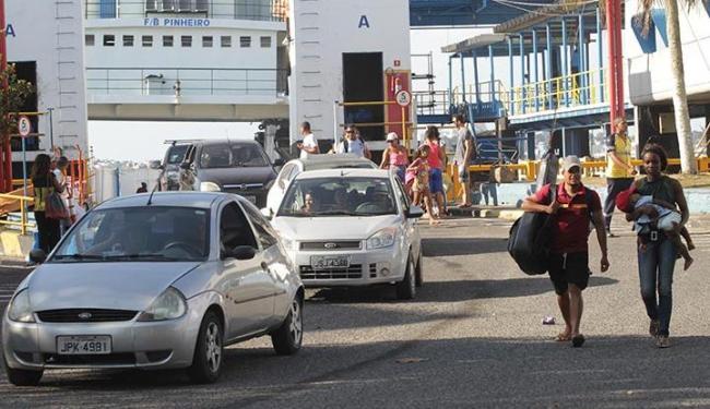 O fluxo de entrada de pedestres e veículos de Bom Despacho, com destino a Salvador era intenso - Foto: Lúcio Távora | Ag. A TARDE