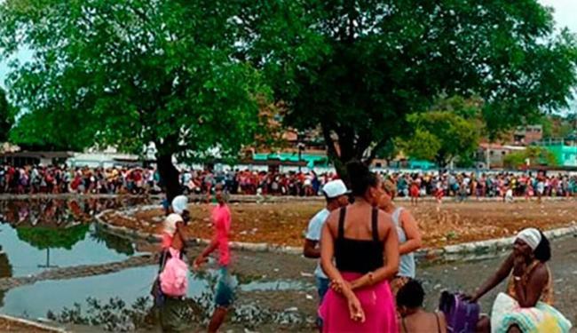 Pedestres também enfrentam fila - Foto: George Santiago   Cidadão Repórter