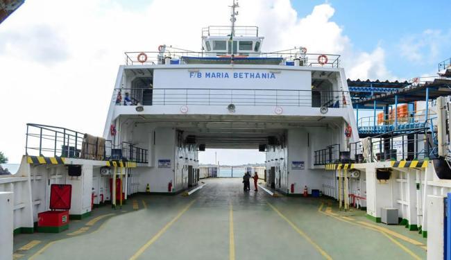 Embarcação encostou no Ana Nery, no momento em que os passageiros embarcavam - Foto: Divulgação