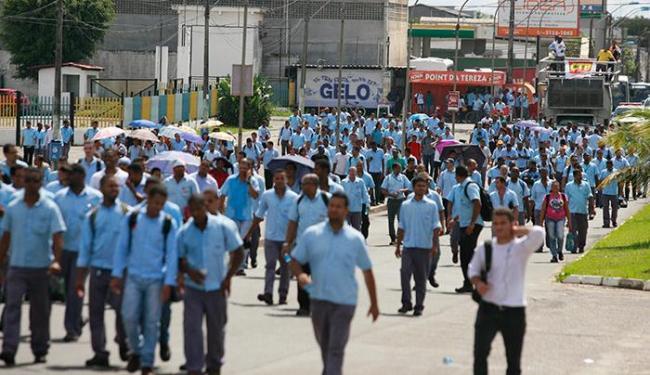 Em outubro último, funcionários fizeram protesto contra possíveis demissões - Foto: Edilson Lima | Ag. A TARDE