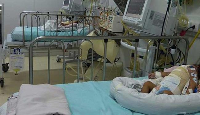 Bebês respiram com ajuda de aparelhos - Foto: Divulgação HMI