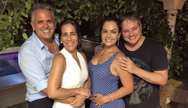 Glória Pires e Orlando Morais, em férias em Salvador, postam foto com Janina e Manno Goes - Foto: Reprodução | Facebook