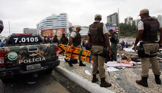 Vítimas estavam em ponto de ônibus na orla do Jardim de Alah, em Salvador - Foto: Margarida Neide   Ag. A TARDE