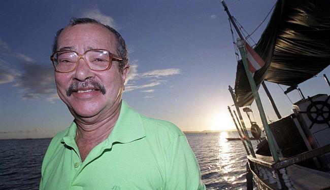 João Ubaldo ao pôr-do-sol de sua Itaparica - Foto: Jonne Roriz   Ag. A TARDE