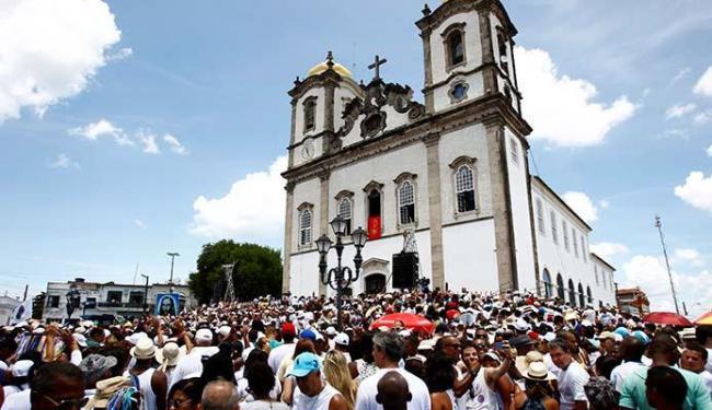 Festa religiosa ganha ares de disputa política e testa popularidade de candidatos e partidos - Foto: Fernando Vivas | Ag. A TARDE | 15.01.2015