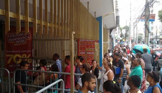 Antes da abertura da loja já estava tendo confusão - Foto: Cidadão Repórter l Via whatsapp