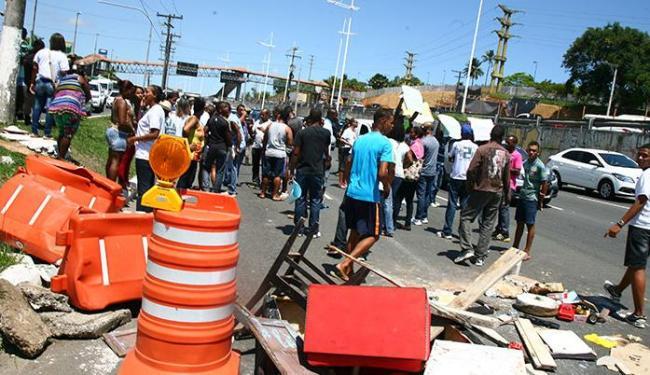 O motivo da manifestação foi a morte de Janerson Santos de Jesus, 23 anos, morto no último domingo - Foto: Joá Souza | Ag. A TARDE