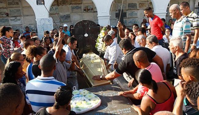 Corpo de Maria do Socorro, morta no Largo do Tanque, foi sepultado no Quinta dos Lázaros - Foto: Margarida Neide | Ag. A TARDE