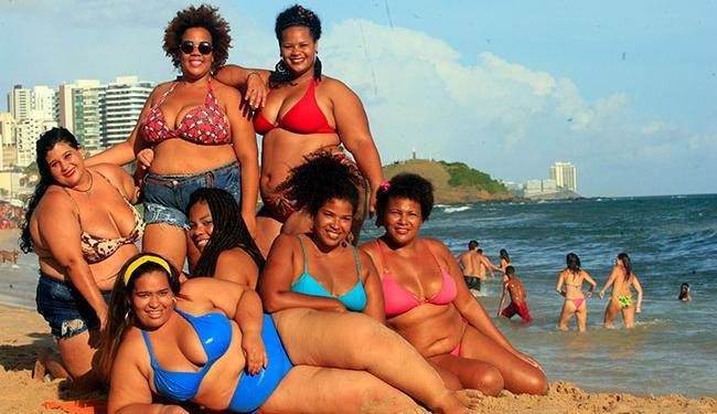 O ato deste domingo foi o primeiro do movimento 'Vai ter gorda na praia, sim' em Salvador - Foto: Lúcio Távora   Ag. A TARDE