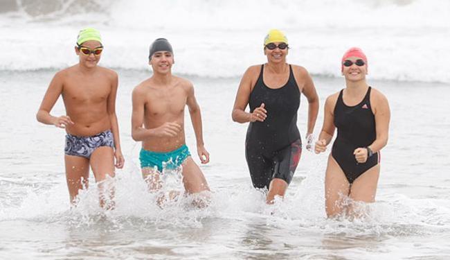 Da esquerda à direita: Enzo Brandão e Ricardo Parmezan, Márcia Portella e Fernanda Scher - Foto: Edilson Lima l Ag. A TARDE