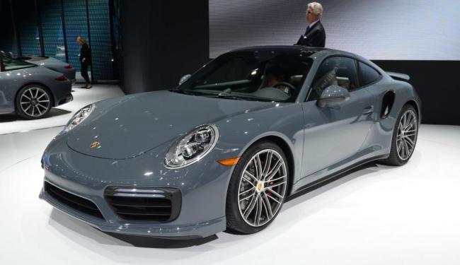 A versão apimentada do Porsche 911, tem motor biturbo de 540 cv - Foto: Roberto Nunes | Ag. A TARDE