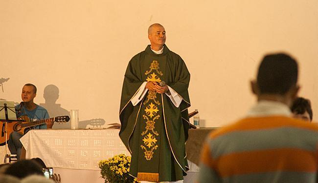 Roberto Francisco, o Padre Beto, já celebrou três casamentos homoafetivos no país - Foto: Arquivo pessoal