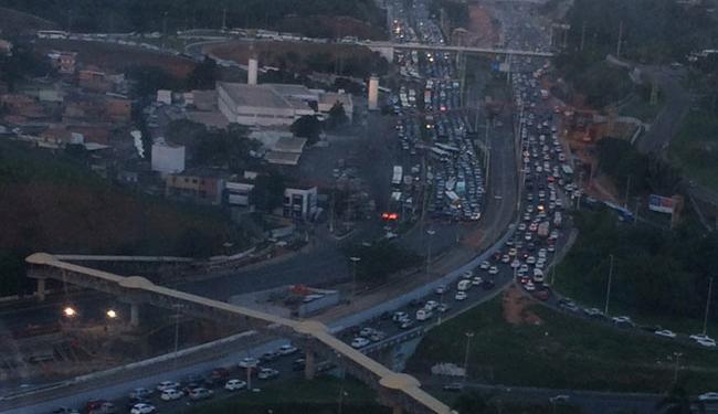 O congestionamento, segundo a Transalvador, já chega na altura do Centro Administrativo da Bahia - Foto: Cidadão Repórter | Via Whatsapp