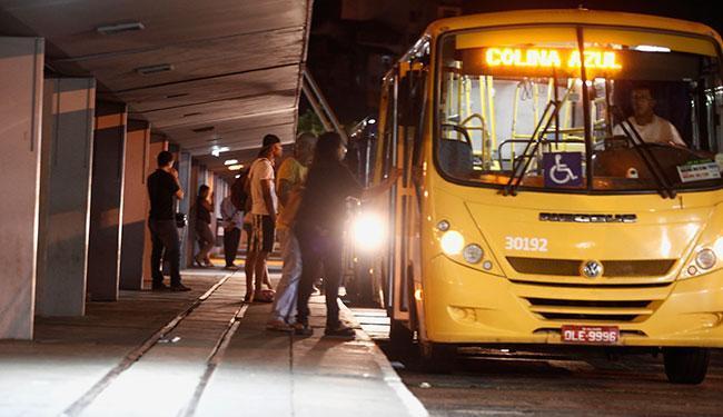 As 19 linhas de ônibus que atendem a região vão prolongar o horário final para as 23h - Foto: Joá Souza   Ag. A TARDE